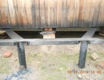 Подъем дома на винтовые сваи и укрепление фундамента