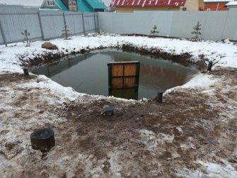 Фундамент для мостка в пруду на приусадебном участке