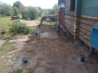 Монтаж фундамента на винтовых сваях для пристройки к дому
